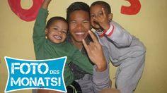 Foto des Monats Juli 2014!  Marcel mit 2 seiner Jungs im Sozialarbeitsprojekt #Suedafrika