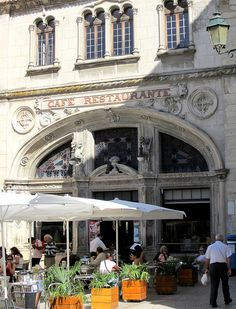 Café Santa Cruz - Coimbra by hangtightstudio, via Flickr
