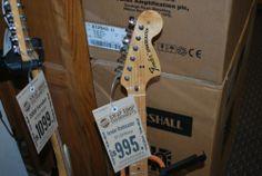 Fender STRAT 70'S REISSUE SUNBURST > Guitars : Electric Solid Body - Guitar Showcase   Gbase.com