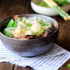 Chinese Cantonese fresh shrimp wonton with a mild soup base. Seafood Recipes, Soup Recipes, Cooking Recipes, Cooking Tips, Asian Recipes, Healthy Recipes, Indonesian Recipes, Orange Recipes, Thai Recipes