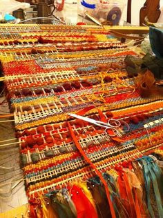 tapestry woven rug or wall hanging Weaving Textiles, Weaving Art, Loom Weaving, Tapestry Weaving, Hand Weaving, Weaving Designs, Weaving Projects, Weaving Patterns, Textile Fiber Art