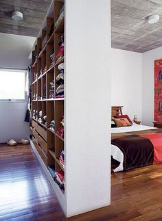 Most people dream of having their own closet and sometimes the lack of space does not allow you to enter this beautiful room! But there are many ways . Attic Bedrooms, Home Bedroom, Bedroom Decor, Closets Pequenos, Billy Regal, Closet Organisation, Dressing Room Closet, Parental, Closet Layout