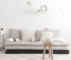Canapé 2 places modulable gris Chico - Karup - The Cool Republic Banquette Futon, Futon Sofa Bed, Futon Mattress, Couch, Tatami Futon, Sofa Bed For Small Spaces, Japanese Bedroom, Love Seat, Furniture