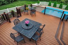 Trex Transcend decking & railing in Tree House and Vintage Lantern