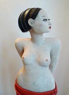 Schneeweisschen in rosenrot- Keramik Skulptur von Margit Hohenberger