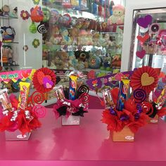 Friendship Day Gifts, Craft Room Storage, Candy Bouquet, Ideas Para Fiestas, Simple Gifts, My Flower, 4th Of July Wreath, Gift Baskets, Valentine Gifts