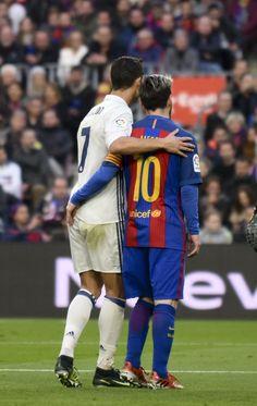 Cristiano y Messi durante el Clásico FC Barcelona Real Madrid. FOTO de  Manel Montilla MD f04c80be5