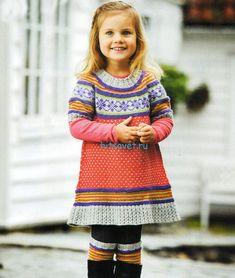Вязаное платье для девочки с гетрами