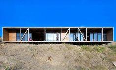 Espinoza House in Chile / WMR Arquitectos  © Sergio Pirrone. 2011