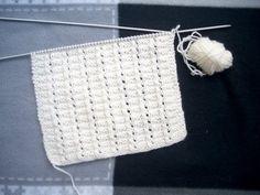 Blok 22: Klein gaatjespatroon Het aantal steken voor dit patroon moet deelbaar zijn door 6 + 3 extra steken op het einde + de eventuele k... Knit Crochet, Crochet Hats, Knitting Stiches, Sewing, Pattern, Crafts, Rugs, Home Decor, Angel
