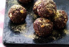 Stil lækkersulten med god samvittighed med de små chia-chokokugler.