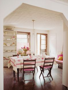 Dining Room Decor Ideas: Relaxed Atmosphere