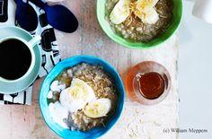 Porridge aus Rollgerste, Quinoa und Bananen