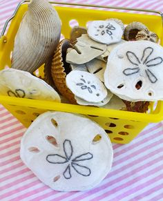Making Felt Sand Dollars (how to) by ohsohappytogether, via Flickr