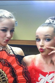 dance moms chloe and kendall Dance Moms Kendall, Chloe Kendall, Dance Moms Chloe, Dance Moms Dancers, Dance Mums, Kendall K Vertes, Dance Moms Girls, Chloe Lukasiak, Mom Pictures