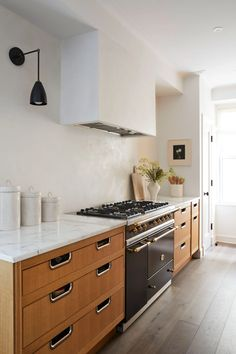 Kitchen with no uppers this prewar apartment channels old-school new york architectural digest Design Apartment, York Apartment, French Apartment, Brooklyn Apartment, Apartment Interior, Kitchen Dining, Kitchen Decor, Kitchen Cabinets, Dining Rooms