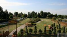 Nel nostro Giardino di Erbe Aromatiche, piantumato con oltre 30 varietà di erbe e piante, accogliamo scolaresche per visite guidate. Per info 051 765020 Caber Srl