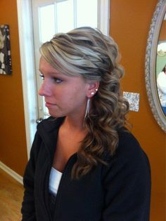 Prom updo. Cute but I can't see the back/other side.
