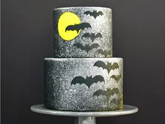 Bats, silver sparkles, and the moon. What more could you ask for from a Halloween cake?