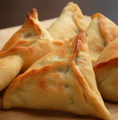 Spinach pies are one of my favorite snacks. I could eat them everyday! Spinach pies, or Fatayer bl Sabanekh, is a very popular breakfast dish in Lebanon. The pie filling is a combination of spinach and onions, seasoned with sumac. Armenian Recipes, Lebanese Recipes, Lebanese Spinach Pies Recipe, Arabic Recipes, Lebanese Fatayer Recipe, Greek Recipes, Spinach Fatayer Recipe, Lebanese Meat Pies, Vegetarian Cooking