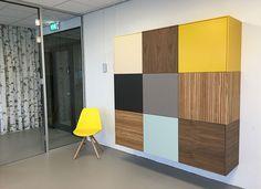 Nonoo | modulair kastensysteem Vanuit een no-nonsense-gedachte en de ervaring van 30 jaar individuele interieurwensen van klanten omzetten in producten, is de Nonoo ontstaan, een merk vanSTYLET.  De afmetingen van de kast, de kleuren, de materialen, de modulaire opbouw, alles klopt! Zowel particulieren als bedrijven ervaren de vele toepassingsmogelijkheden van de Nonoo. Ervaar het zelf Simple Furniture, Modern Furniture, Furniture Design, Ikea Living Room, Living Room Storage, Storage Design, Family Room, Sweet Home, New Homes