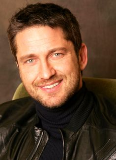 HQ Gerard Butler - photo call for Phantom Of The Opera, NYC 2004