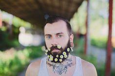 tendance barbe fleurie des fleurs dans la barbe 16 Tendance barbe fleurie photo image hipster hippie fleur barbe
