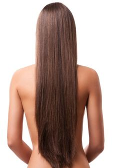 Mascarillas para hacer crecer el cabello:  •Una cucharada de miel  •Una cebolla •3 dientes de ajo •1 cucharada de aceite de oliva •1 huevo •1 taza de la pulpa de hoja de sábila. Licúa todos los ingredientes. Aplica la mascarilla frotando por todo el cuero cabelludo. Dejala toda la noche y te cubres con un turbante. Repetir una o dos veces por semana.