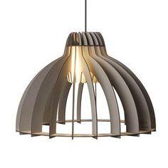 Deze Van Tjalle en Jasper Granny Smith hanglamp is een echte klassieker, in een hip en modern jasje! Door een speciaal systeem kijk je vanaf de zijkant niet direct in het licht. Uit de onderkant komt juist wél veel licht; een ideale eettafellamp!