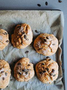 Rapeat ja nopeat jääkaappisämpylät | Annin Uunissa Savory Pastry, Savoury Baking, Most Delicious Recipe, Bagel, Doughnut, Breakfast Recipes, Muffin, Goodies, Food And Drink