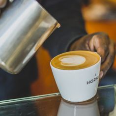 Latte Art in der J. Hornig Kaffeebar in Wien.   #JHornig #hornigkaffee #kaffee #coffee #coffeeshop #coffeemoment #latteart Coffeeshop, Latte Art, Blog, Tea, Tableware, Coffee Time, Beans, Knowledge, Tips