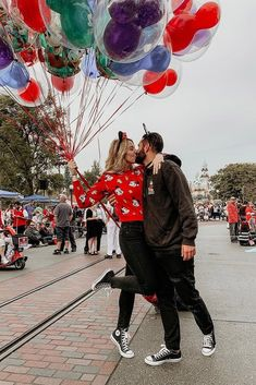 "36 Disney Proposal Ideas For Your Fairy Tale ❤️ Disney proposal ideas are always cute, romantic and sometimes playful.Doesn't matter which idea will you choose – she will totally say ""Yes!"" See more and get inspiration: ohsoperfectpropos… Couples Disneyland, Disneyland Photos, Disneyland Trip, Disneyland Outfits, Disneyland Outfit Summer, Disney World Outfits, Disney World Fotos, Disney Couple Outfits, Disney Fashion"