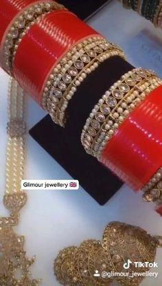 Pakistani Bridal Jewelry, Indian Bridal Jewelry Sets, Bridal Jewelry Vintage, Wedding Jewelry Sets, Bridal Accessories, Bridal Jewellery, Bridal Lehenga, Bridal Necklace Set, Bridal Bangles