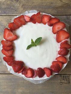 Bij feest hoort gebak! Normaal zitten die boordevol suikers en koolhydraten. Om te voorkomen dat je alleen met een kop koffie of thee zit en het bezoek wel aan het genieten is van een punt taart (e…