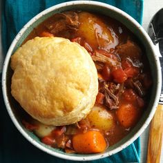 fall dinner recipes Beef stew capped with flaky puff pastry adds a little surprise and joy to the weeknight menu. Make a salad and call your lucky companions to the table. Fall Recipes, Easy Dinner Recipes, Beef Recipes, Cooking Recipes, Dinner Ideas, Soup Recipes, Recipies, Korma, Biryani