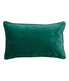 Nauhakantattu tyynynpäällinen puuvillasamettia. Piilovetoketju.