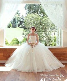 ウエディングドレスショップ シンデレラ(Wedding Dress Shop Cinderella) レースボディにふんわりチュールのウェディングドレス SS5982