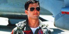 Tom Cruise plays Maverick in the 1986 movie Top Gun. He wears Ray-Ban aviator sunglasses. Tom Cruise Sunglasses, Ray Ban Sunglasses, Mirrored Sunglasses, Old Movies, Great Movies, 1990s Movies, Awesome Movies, Lunette Ray Ban, Film Man
