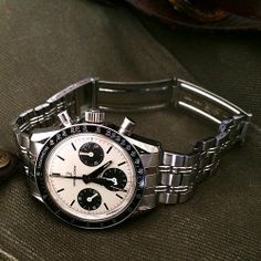 White dial Universal Geneve Compax on original GF bracelet #luxurywatch #Universal-Geneve Universal Geneve Swiss Watchmakers watches #horlogerie @calibrelondon