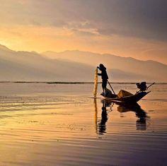 Hotels-live.com/pages/sejours-pas-chers - Latergram :: La magie du lac Inle au coucher de soleil #latergram #myanmar #inlelake #birmanie #sunset Hotels-live.com via https://www.instagram.com/p/BDBhJravOvi/