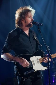 View the Studio Performance: Ronnie Dunn photo gallery on Yahoo Music. Country Music Artists, Country Music Stars, Brooks & Dunn, Sing Sing, Reba Mcentire, Liza Minnelli, Cowgirls, Rock And Roll, Guitars