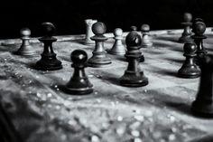 Neu in meiner Galerie bei OhMyPrints: Lost Place - Schach - das Spiel ist aus #lostplace #abandonedplace #urbex #schach #gameover #dasspielistaus #Schachfigur #schwarzweiß #blackandwhite