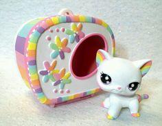Really cool lps shorthair cat 🐈 🐱 Little Pet Shop, Little Pets, Lps Shorthair, Lps Houses, Custom Lps, Lps Accessories, Lps Cats, Chibi, Lps Littlest Pet Shop