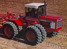 IH 4186 During the & up until 1982 John Deere was lacking a of this size but the JD 8630 & 8640 was not enough Case Ih Tractors, Big Tractors, Farmall Tractors, Red Tractor, Antique Tractors, Vintage Tractors, Vintage Farm, International Tractors, International Harvester