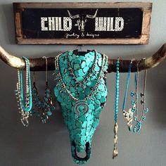 I love this jewelry holder! I love this jewelry holder! Western Style, Western Decor, Rustic Decor, Western Art, Western Bedroom Decor, Western Bedrooms, Bull Skulls, Deer Skulls, Animal Skulls