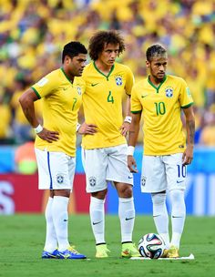 (L-R) Hulk, David Luiz and Neymar of Brazil prepare for a free kick during the 2014 FIFA World Cup Brazil Quarter Final match between Brazil and Colombia at Castelao on July 2014 in Fortaleza, Brazil. Brazil Football Team, Football Is Life, Sport Football, Brazil Team, Good Soccer Players, Best Football Players, National Football Teams, Champions League, Uefa Champions