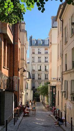 Twitter City Aesthetic, Travel Aesthetic, Flower Aesthetic, Beautiful World, Beautiful Places, Places To Travel, Places To Visit, City Vibe, Living In Europe