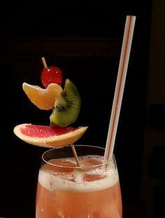 Goutez notre cocktail maison ...  Ce #cocktail est composé de Campari, Safari (liqueur exotique parfumée au maracuja, à la mangue, à la papaye et aux citrons jaunes et verts), Vodka et jus d'orange pressé. Il pimentera certainement votre séjour à l' #Hôtel Navarra.   http://www.hotelnavarra.com/fr/info/283/Bar.html