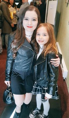 """""""Diana Barry and Minnie May Barry"""" this is a cute picture! Diana Barry, Road To Avonlea, Plain Girl, Amybeth Mcnulty, Gilbert Blythe, Anne With An E, Anne Shirley, It Takes Two, Cuthbert"""