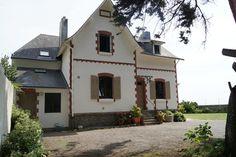 villa face mer au Pouliguen Saint Nazaire, Belle Villa, Villas, Cabin, France, House Styles, Home Decor, Warm Home Decor, Pays De La Loire